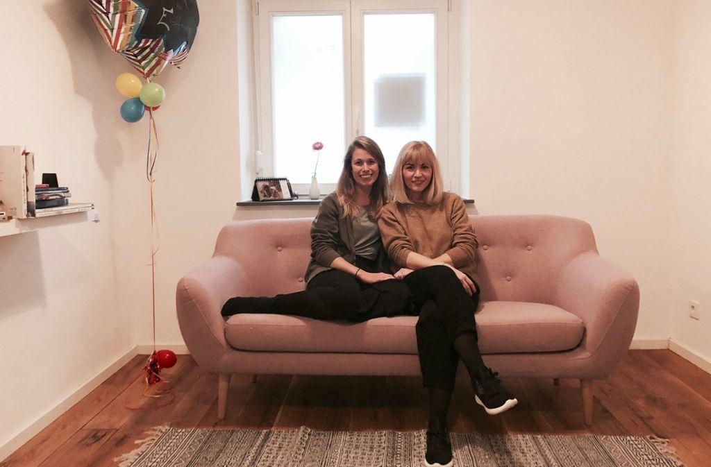 Das Lehni ist ihr ganzer Stolz: Nora Gastauer (li.) und Tanja Belinda Lutz freuen sich über ihren Raum für Kinder und Familien... Foto: Tanja Simoncev