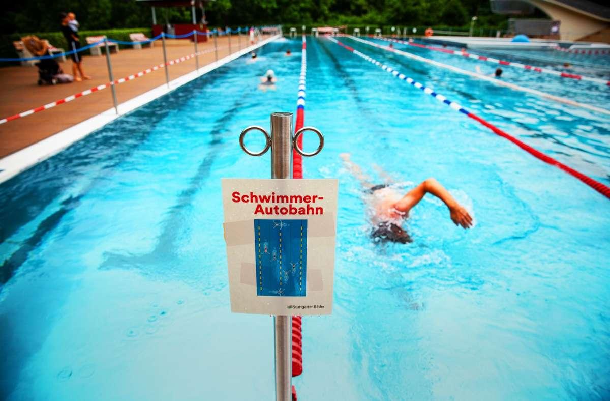 Inzwischen schwimmt es sich nicht mehr ganz so einsam in Möhringen wie kurz nach der Eröffnung im Juni. 650 Gäste dürfen nun zeitgleich ins Bad. Foto: Piechowski