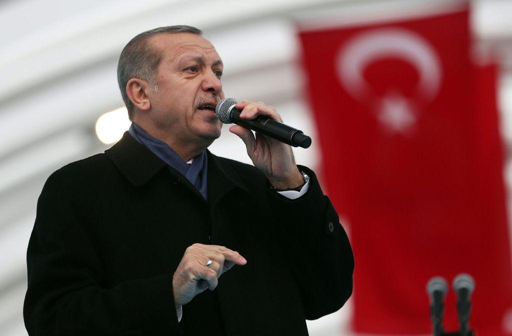 Während des Ausnahmezustands kann Präsident Erdogan per Dekret durchregieren. Foto: EPA