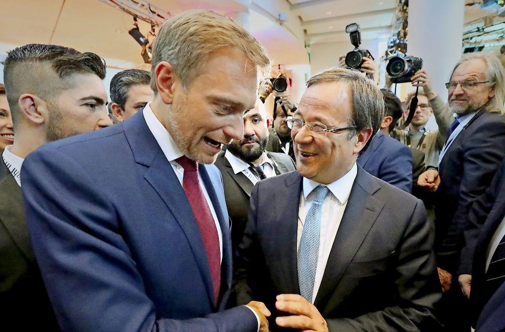 Christian Lindner (links, FDP) und Armin Laschet (CDU) sind befreundet – sie beharken sich derzeit aber heftiger als unter Wahlsiegern üblich. Foto: dpa