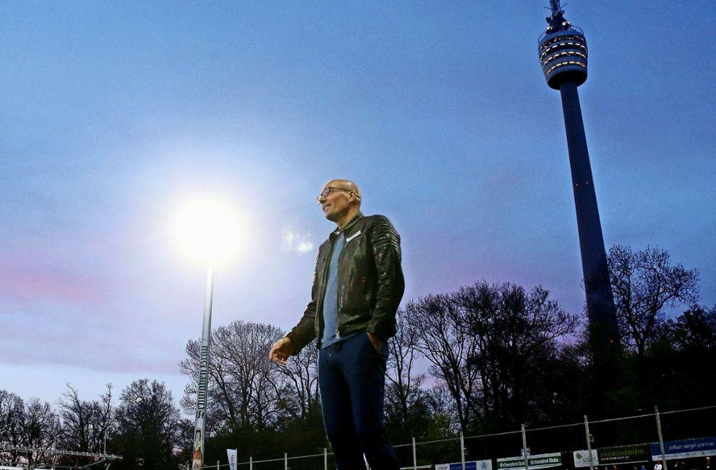 Bei den Blauen drohen die Regionalliga-Lichter auszugehen: Unter Trainer Jürgen Seeberger setzt es die vierte Pflichtspiel-Niederlage. Foto: Baumann