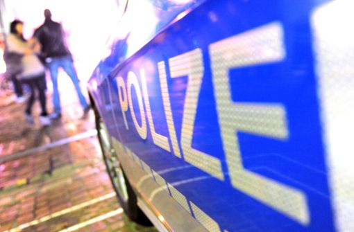 Betrunkener Mann wehrt sich gegen Polizisten