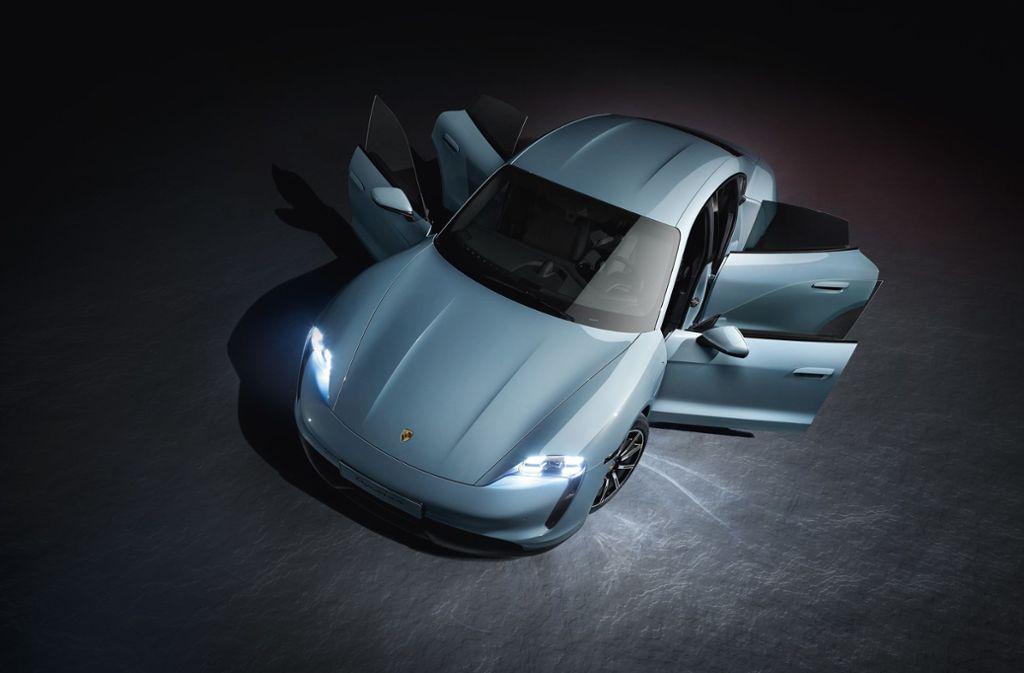 Der Taycan 4S kommt in der Grundversion mit einer Batterie. Foto: dpa/Porsche AG