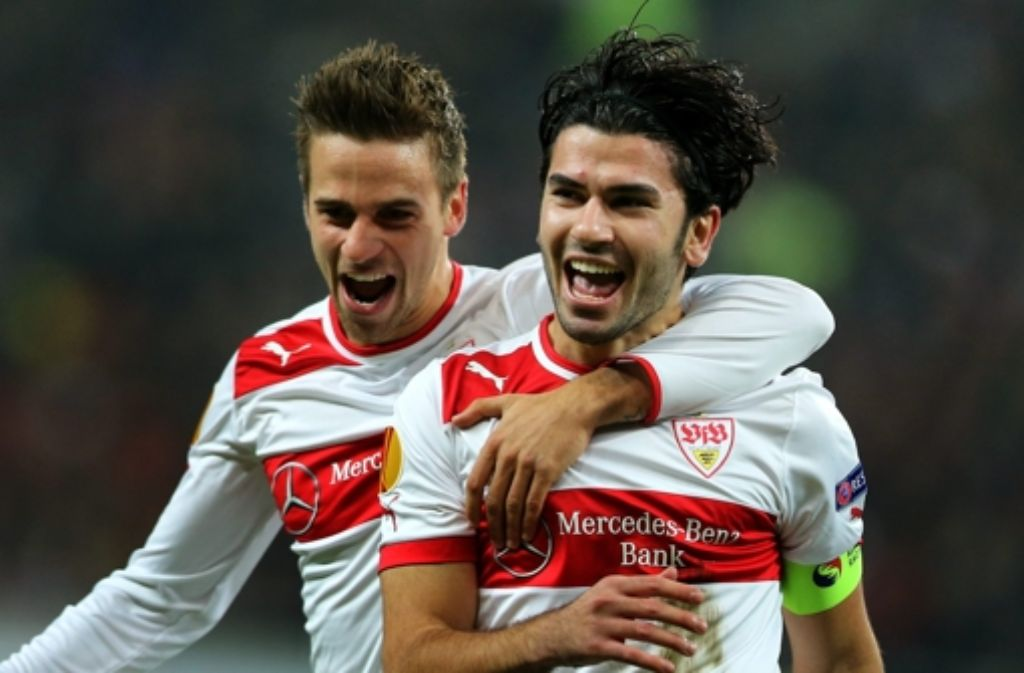 Wie lange jubelt Serdar Tasci (rechts, mit Martin Harnik) noch im VfB-Trikot? Foto: EPA