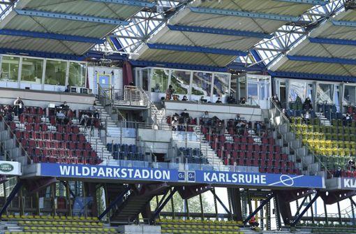 KSC-Straßenbahn übernachtet im Depot, VfB-Tross gar nicht