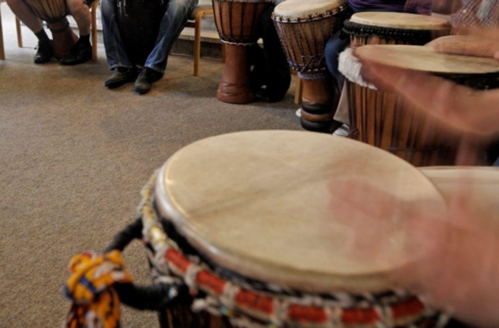 Die mitgebrachte Musik soll zum Tanzen animieren. Foto: dpa