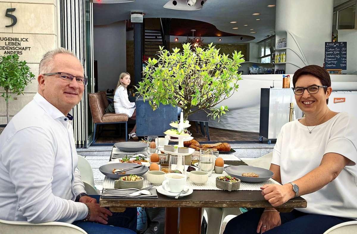 Nach vielen Stuttgart-Besuchen zum Dinner und Kochbox-Abholen sind Alexander und Claudia Urtel auch zum Frühstücken ins 5. Foto: Rin