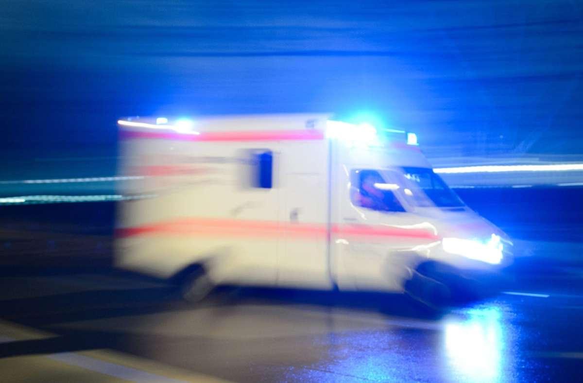 Für den Mann kommt die Hilfe zu spät. Er stirbt auf dem Weg ins Krankenhaus. Foto: dpa/Lukas Schulze