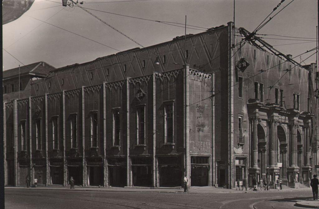 Der Stuttgarter Ufa-Palast befand sich über viele Jahre im Metropol-Gebäude, im früheren Bahnhof. Hier ein Foto aus dem Jahr 1947. Foto: Engel