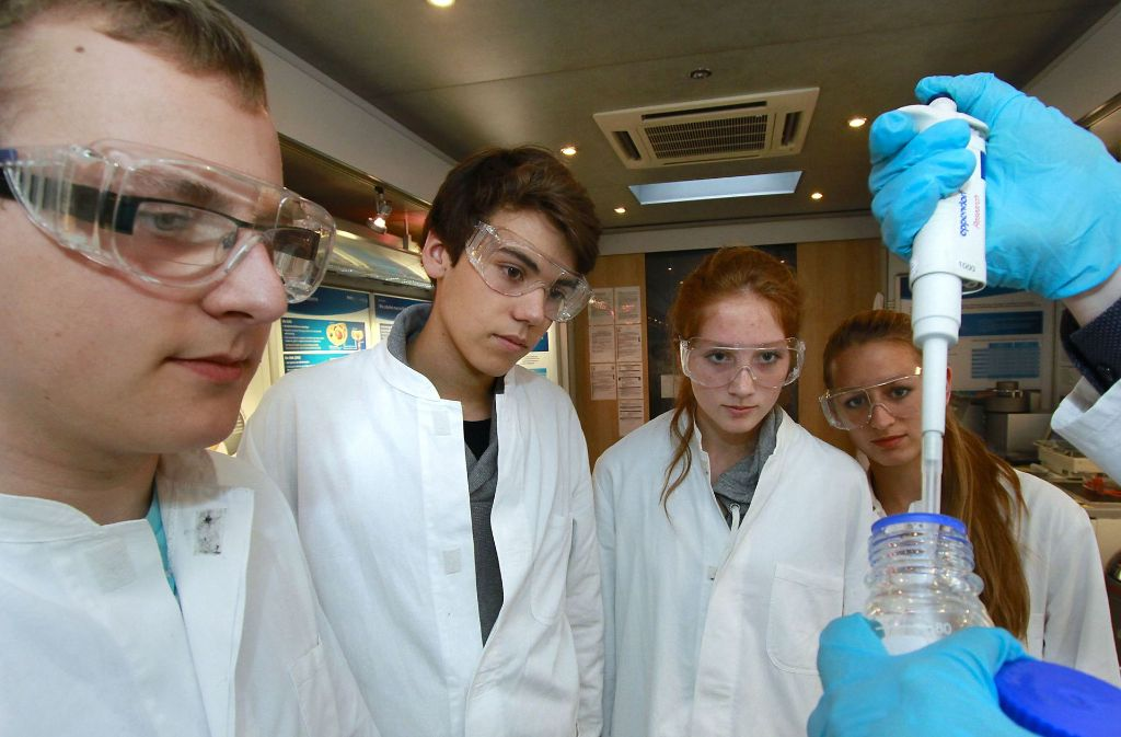 Wenn es nach der CDU geht, können Abiturienten in Baden-Württemberg in Zukunft verstärkt Naturwissenschaften als Schwerpunktfächer wählen. Foto: factum/Weise