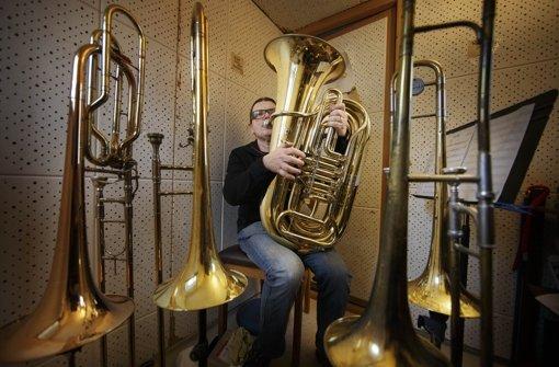 Traditionell trifft freakig: Eberhard Budziat spielt Tuba, Posaune  und komponiert. Foto: Stoppel