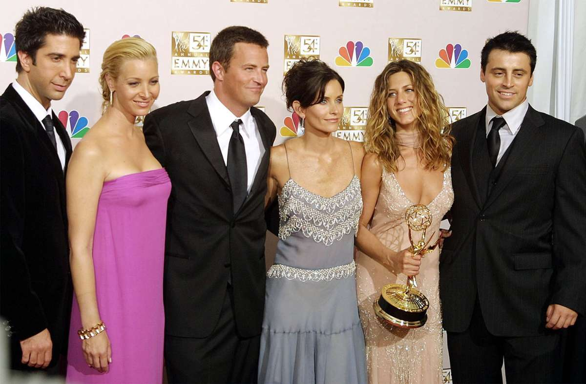 "Der ""Friends""-Cast im Jahr 2002: David Schwimmer (l.), Lisa Kudrow, Mathew Perry, Courteney Cox, Jennifer Aniston und Matt LeBlanc. Foto: AFP/LEE CELANO"