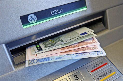 Seniorin gibt Betrügern mehrere Tausend Euro