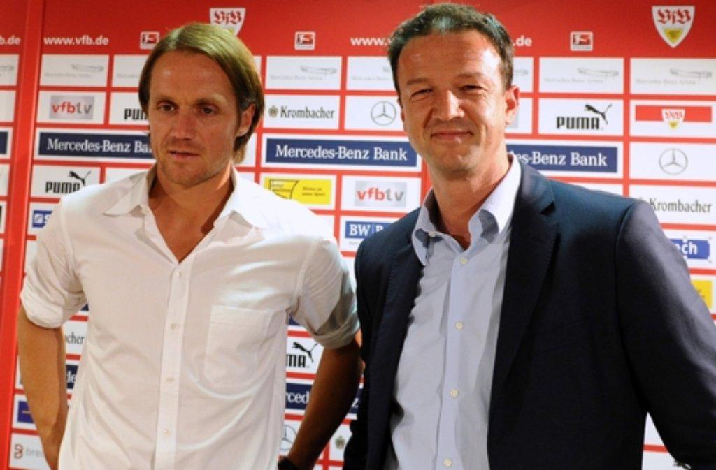 VfB-Manager Fredi Bobic (rechts) und Thomas Schneider kennen sich gut und beide auch den Bundestrainer Jogi Löw. Klar, dass Bobic sich für Thomas Schneider freut. Foto: dpa