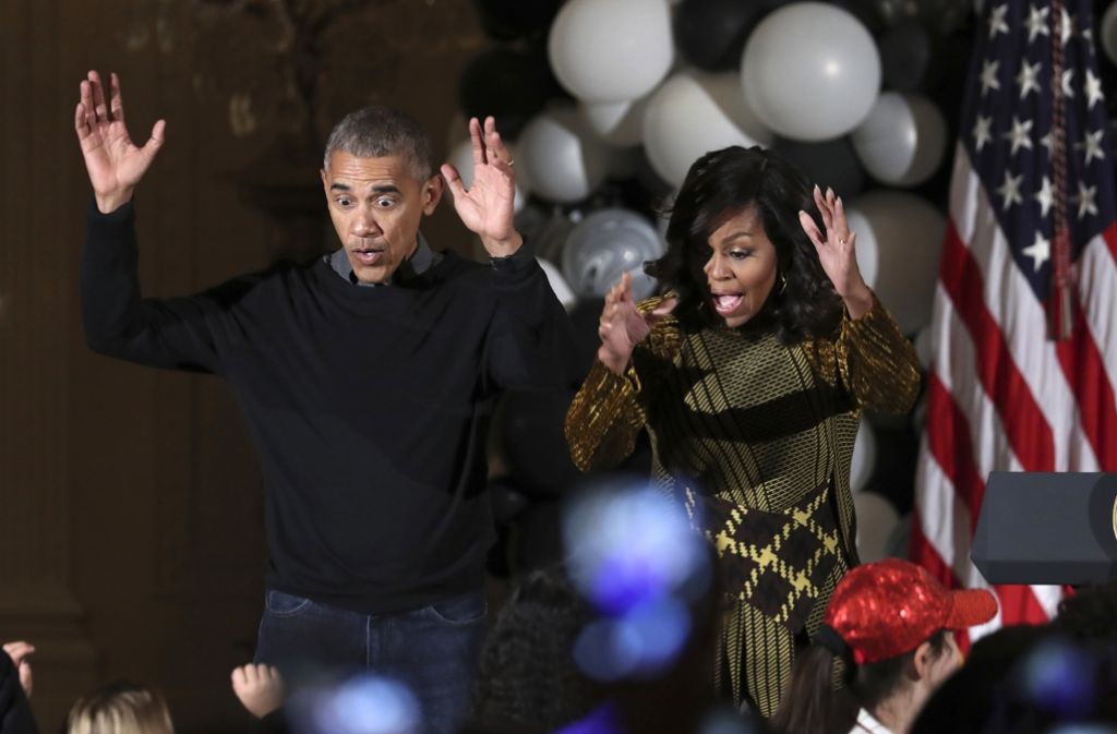 Bei ihrer letzten Halloween-Party als Präsidentenpaar im Weißen Haus legten Michelle und Barack Obama ein Tänzchen aufs Parkett. Foto: AP