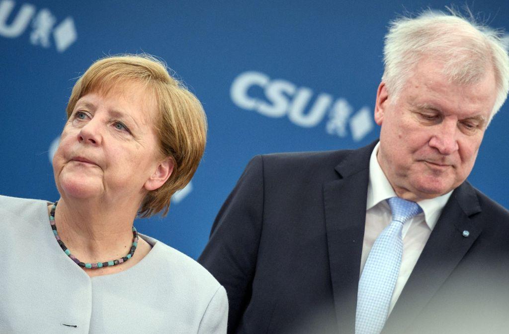 Angela Merkel und Horst Seehofer: ihr Streit hat die Union im ARD-Deutschlandtrend auf einen Rekordtiefstand sacken lassen. Foto: dpa
