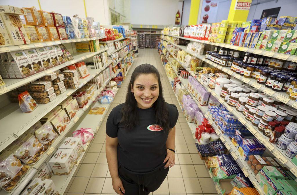 Ihre Welt: Jacklin Cancello im Supermarkt, den ihr Großvater gegründet hat. Foto: factum/