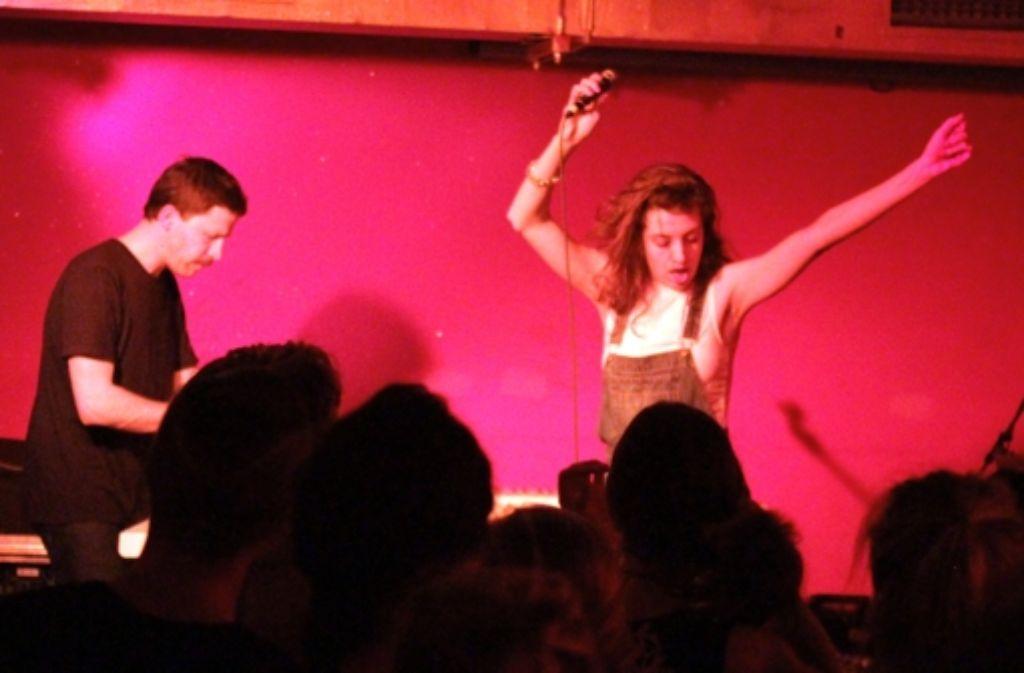 Ein bisschen Balkan-Disco, ein bisschen Weltmusik und viel Sprechgesang: Dena bei ihrem Konzert in Stuttgart. Weitere Bilder zeigen wir in der folgenden Fotostrecke. Foto: Jan Georg Plavec