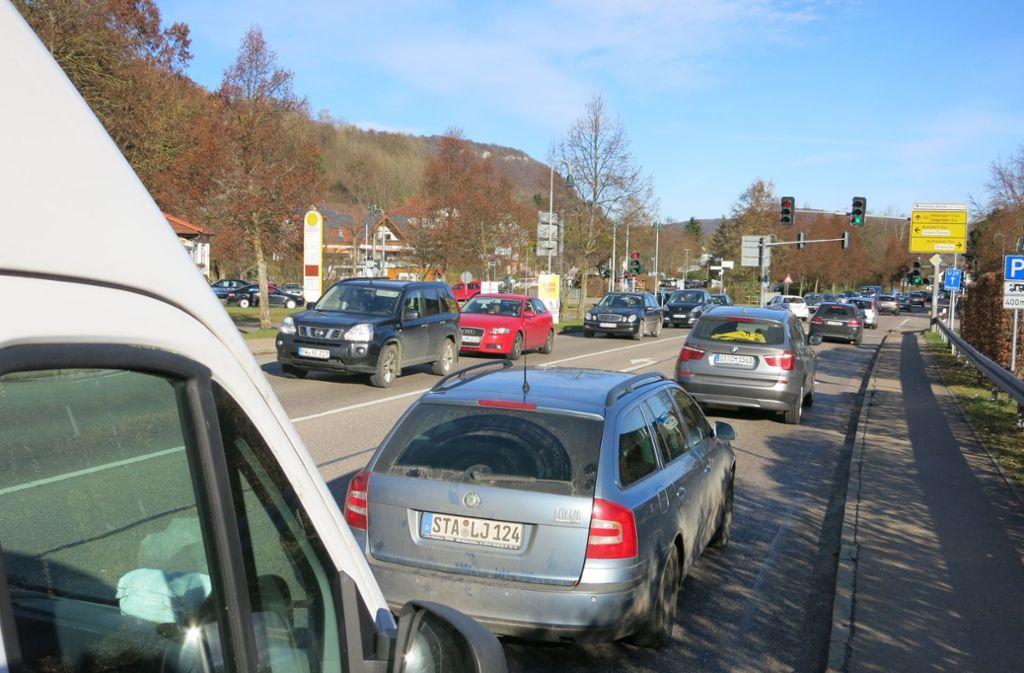 Wenn die A 8 gesperrt wird, sind auch in Bad Ditzenbach Staus programmiert. Foto: StZ/Archiv