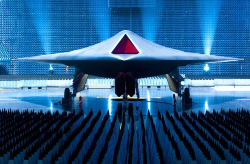BAE Systems ist einer  der weltweit größten Rüstungskonzerne  und hat auch die Entwicklung dieser  Tarnkappen-Kampfdrohne geleitet. Foto: dpa