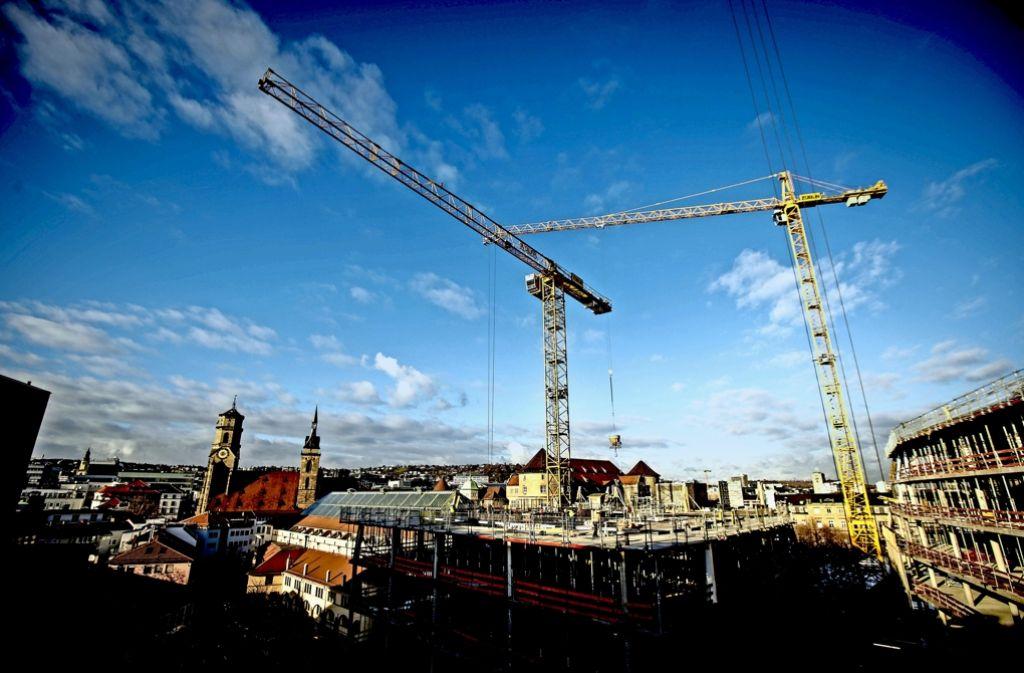 Vor dem Hintergrund der Stiftskirche ragt das Dorotheen Quartier hervor. Foto: Lg/Piechowski