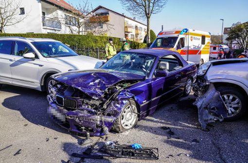 Zusammenstoß von drei Autos - zwei Verletzte