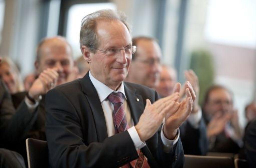 Der Tag der Entscheidung: Stuttgarts Oberbürgermeister Schuster ist mit seiner Bilanz zufrieden - und bekommt Beifall. Quelle: Unbekannt