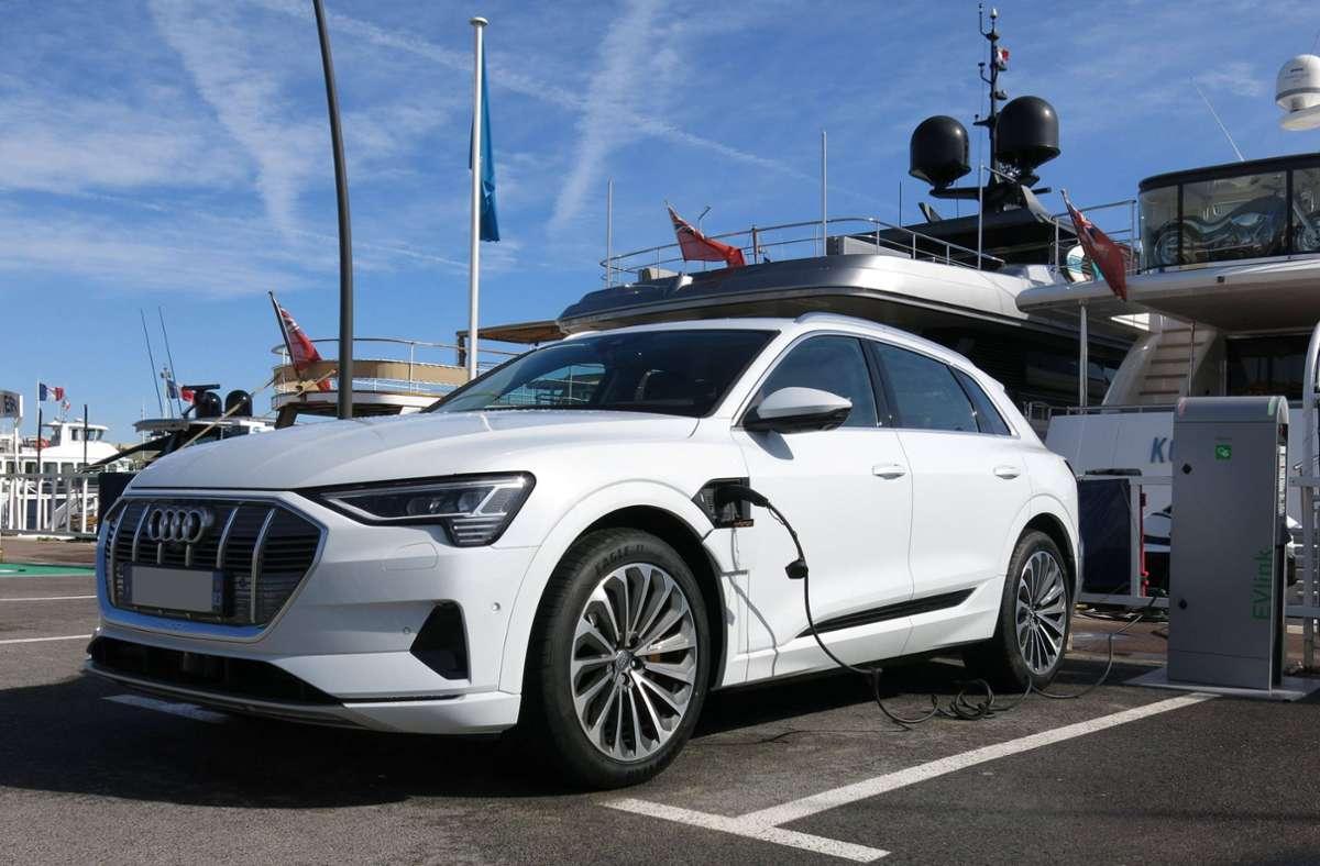 Autofirmen kommen  mit der Produktion von SUVs mit Plug-In-Hybrid-Motoren kaum hinterher (Archivbild). Foto: imago images/Sebastian Geisler