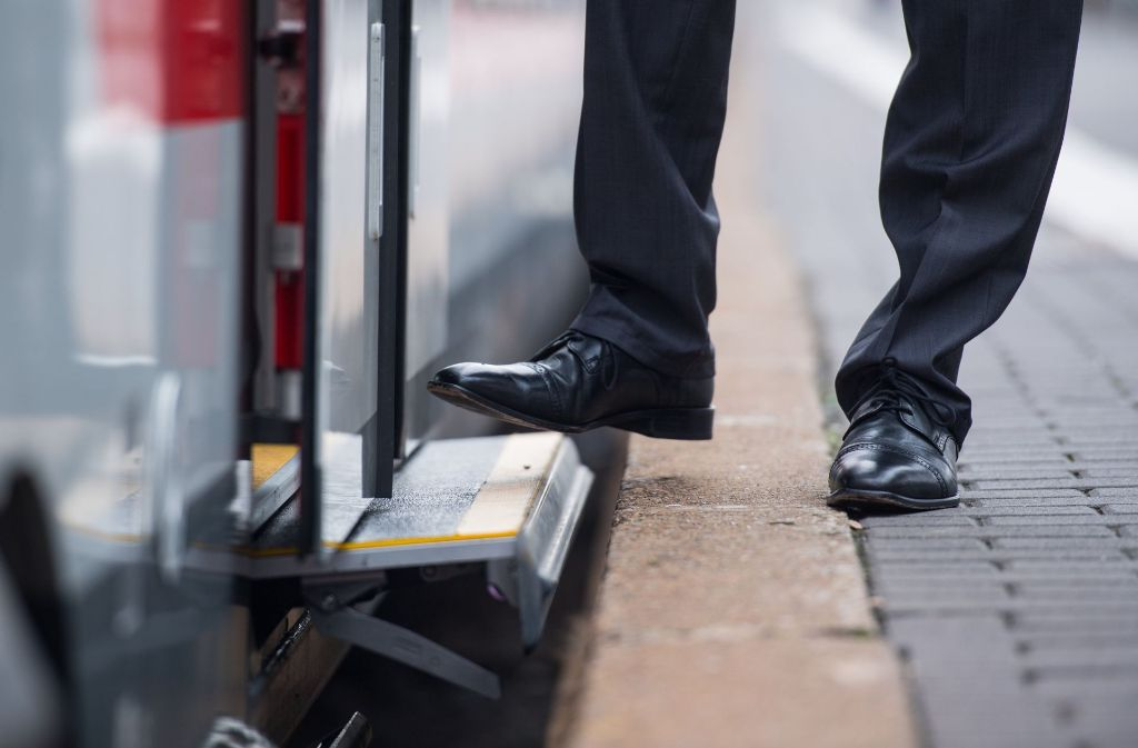 Fernverkehrssteige haben eine Höhe von 76 Zentimeter. Regionalbahnsteige sind hingegen 55 Zentimeter hoch. (Symbolbild) Foto: dpa