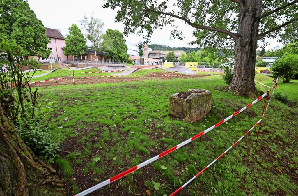 Bei  der Fahrradbahn und dem Schulzentrum (im Hintergrund) soll der neue Gerlinger Treff entstehen. Foto: factum/