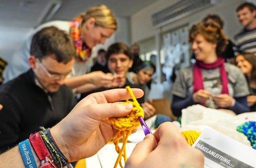 Die Stuttgarter Zeitung über meinen Häkel-Workshop: Workshop statt Vortrag – beim Häkelkurs war Mitmachen die Devise. Foto: FACTUM-WEISE