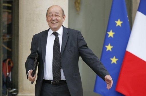 Frankreichs Verteidigungsminister Le Drian öffnet die Armee den Frauen. Foto: AP