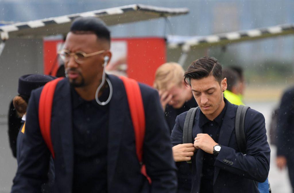 Gute Freunde: Jerome Boateng und Mesut Özil. Foto: dpa