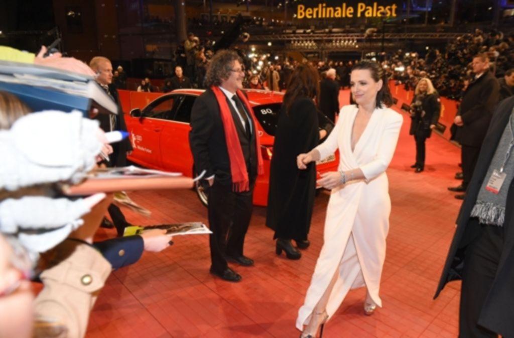 """Viel Prominenz zeigte sich zur Eröffnung der Berlinale am Donnerstagabend auf dem roten Teppich. Auf der Leinwand ging die Reise mit Grönland-Drama """"Nobody Wants the Night"""" mit Juliette Binoche in die arktische Kälte. Foto: dpa"""