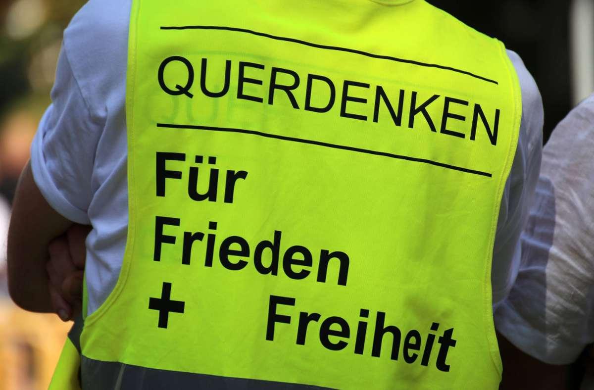 Stehen die Querdenker  noch für Frieden und Freiheit? Der baden-württembergische Innenminister Thomas Strobl äußert sich zur Bewegung. Foto: imago images/U. J. Alexander/ via www.imago-images.de