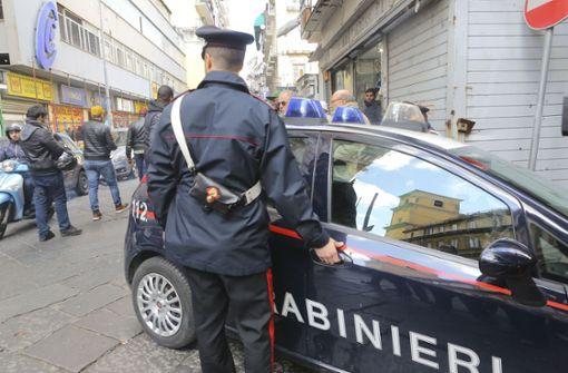 Mafioso springt bei Flucht halbnackt vom Balkon