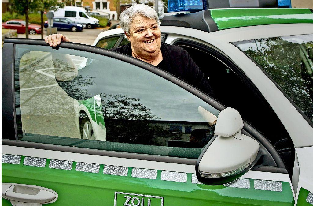 Letzte Dienstfahrt: Die Leiterin des Hauptzollamts Stuttgart, Angelika Kaag, geht in Ruhestand. Foto: Lichtgut/Leif Piechowski