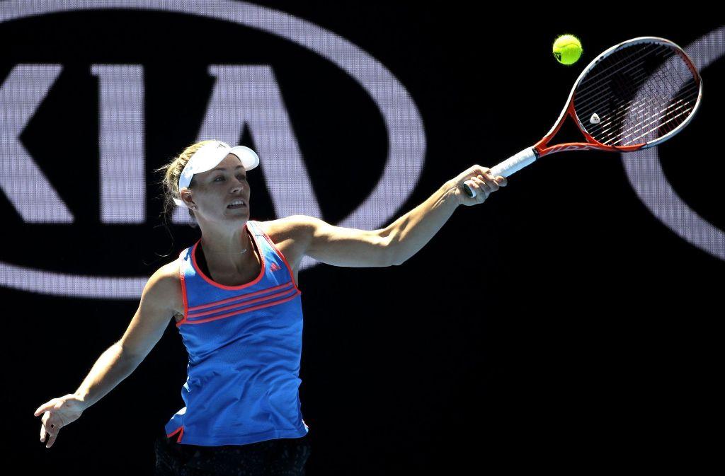 Angelique Kerber beim Training in Melbourne: Die Weltranglistenerste hat für den Start in die Titelverteidigung bei den Australian Open ein nicht allzu schweres Los erhalten. Foto: AP