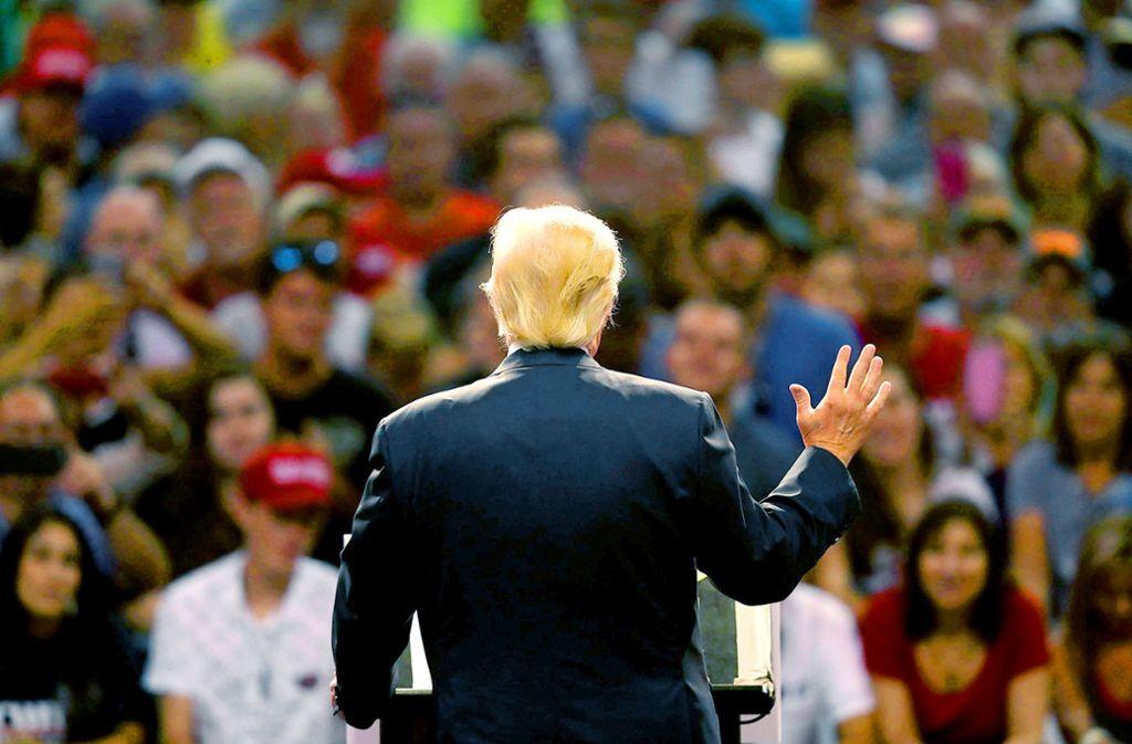 Im Wahlkampf standen hinter Donald Trump durchtriebene Helfer. Foto: Getty