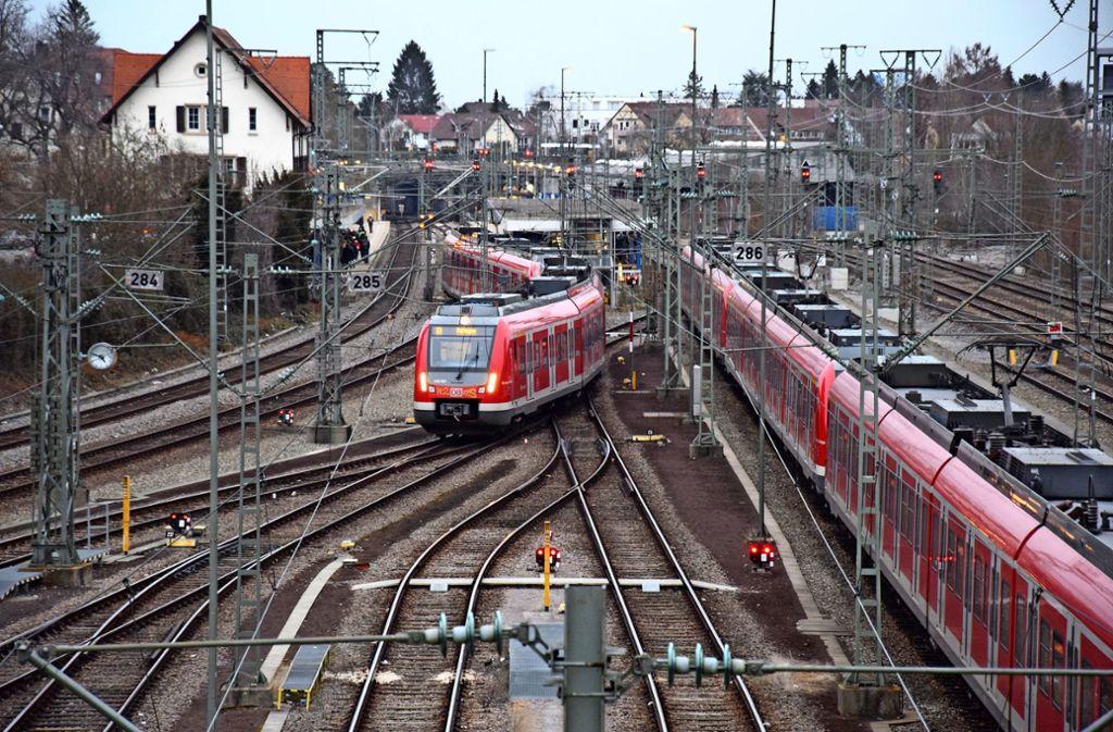 Noch in diesem Jahr soll mit dem Ausbau des Vaihinger Bahnhofs zum Regionalbahnhalt begonnen werden. Foto: Alexandra Kratz