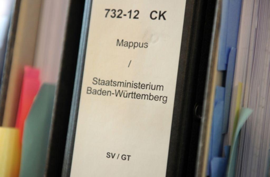Brisante Unterlagen: eine Akte zum Fall Mappus Foto: dpa