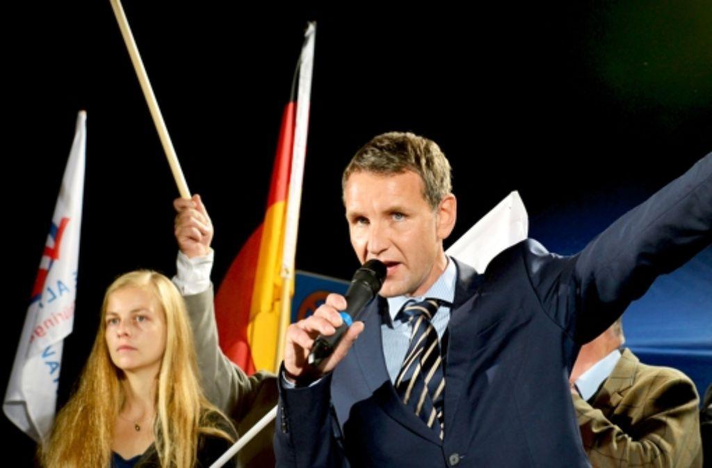 Thüringens AfD-Fraktionschef Björn Höcke kämpft mit Luther-Zitaten gegen die Kirche: Im  Erfurter Dom  (oben) wird bei AfD-Kundgebungen  das Licht   ausgeschaltet. Foto: dpa,  Paul Glaser