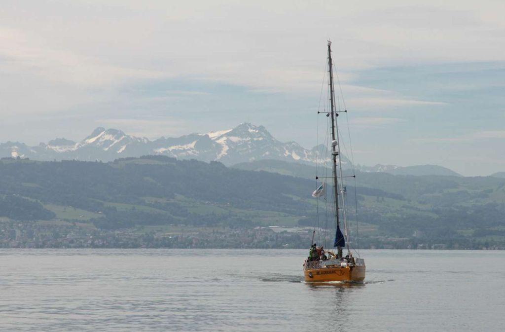 Jede Menge über die Gewässer-Ökologie  erfahren  und das Panorama der Alpen genießen: bei einer Fahrt auf der  Aldebaran ist  beides möglich. Foto: Aldebaran-Crew