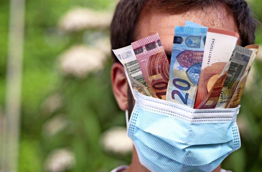 Manche Handelsketten bieten Schutzmasken zum Selbstkostenpreis an. Doch selbst dann sind sie keine Schnäppchen. Foto: Breuer