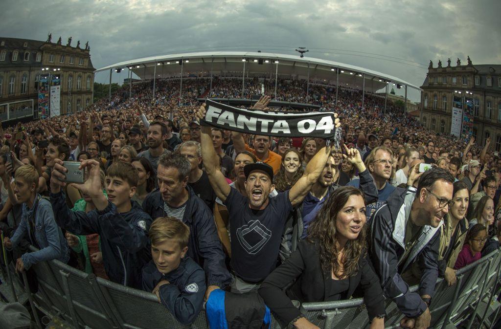 Furioses Finale auf dem Schlossplatz: Die Fantas sind in der Stadt. Foto: Lichtgut/Leif Piechowski