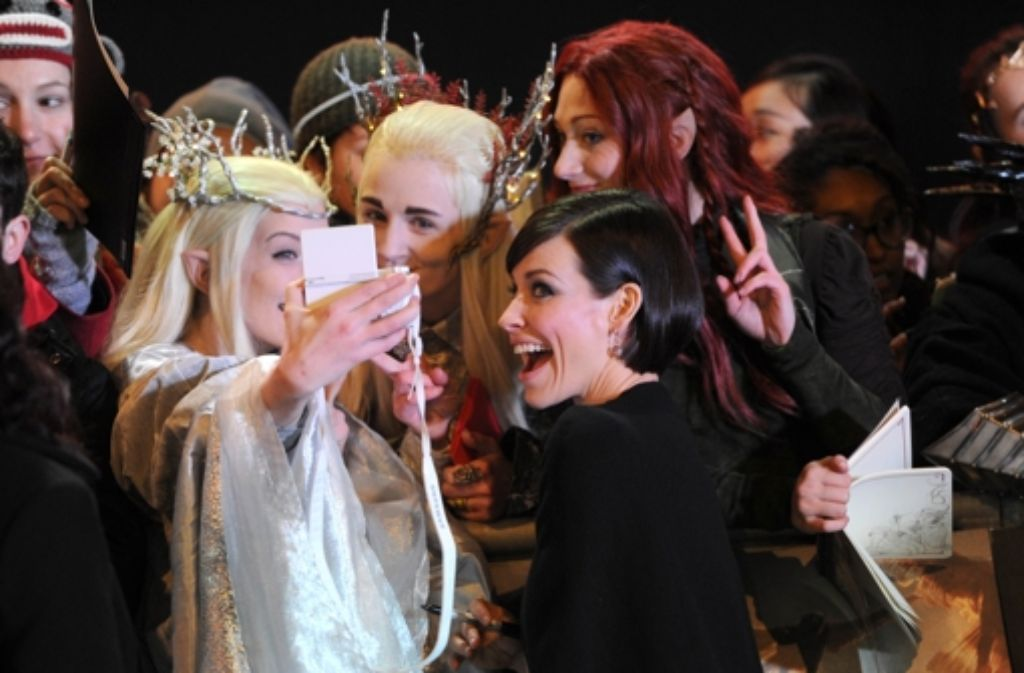 Hobbit-Darstellerin Evangeline Lilly posiert für Selfies mit Mittelerde-Fans. Foto: Getty Images Europe