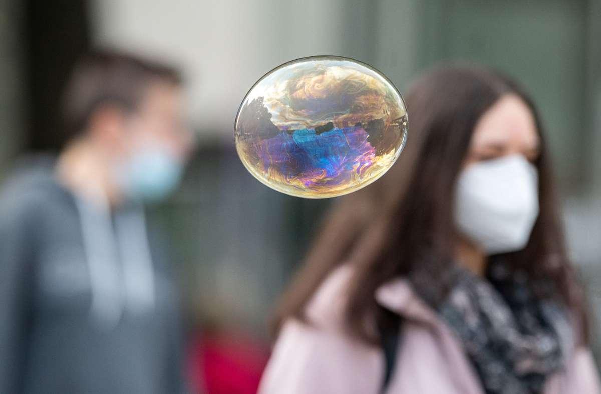 Von Montag an werden wahrscheinlich auch im Rems-Murr-Kreis verschärfte Regelungen im Bezug auf das Coronavirus gelten. Foto: dpa/Sebastian Gollnow
