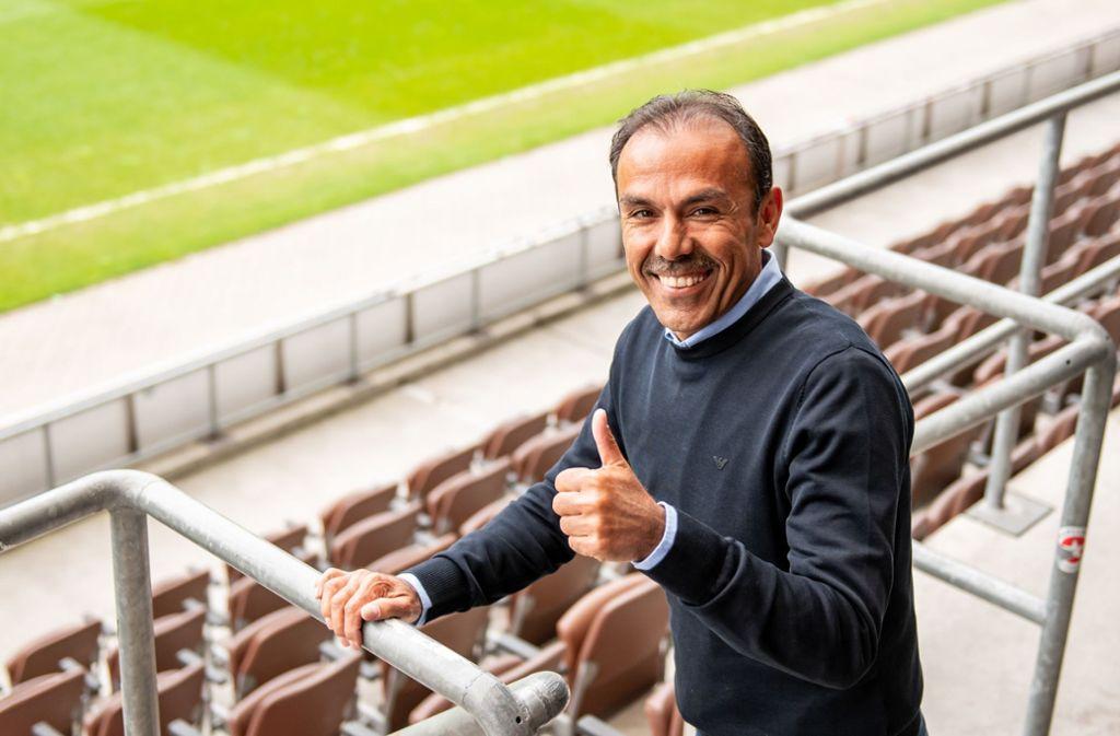 Luhukay, der zuletzt beim englischen Zweitligisten Sheffield Wednesday arbeitete, gilt als Experte in Sachen Bundesliga-Aufstiege. Foto: dpa