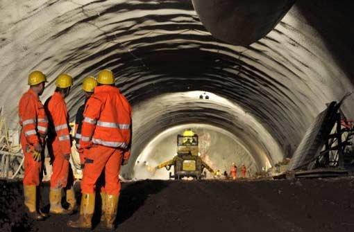 Wo lange Tunnels gebohrt werden, gibt es immer Kostenrisiken. Foto: dpa