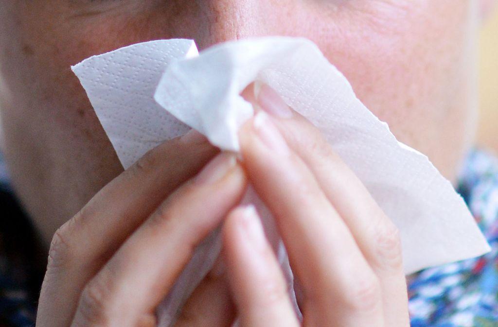 Bereits seit Mitte März ebbt die Grippewelle ab. (Symbolfoto) Foto: dpa/Maurizio Gambarini